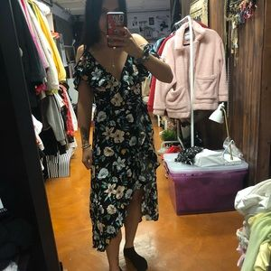 Dresses & Skirts - Floral wrap dress